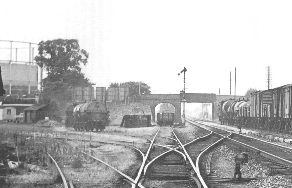 Warwick Station Close Up Showing The Main Sidings Curving