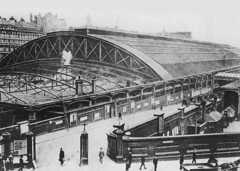 Birmingham New Street Station An Elevated View Of Queens