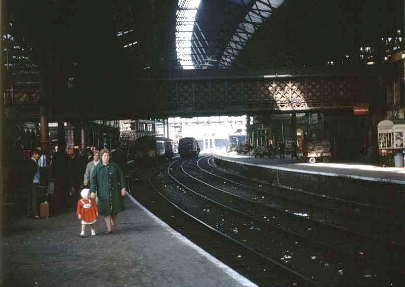 Birmingham New Street Station Looking Along Platform 8