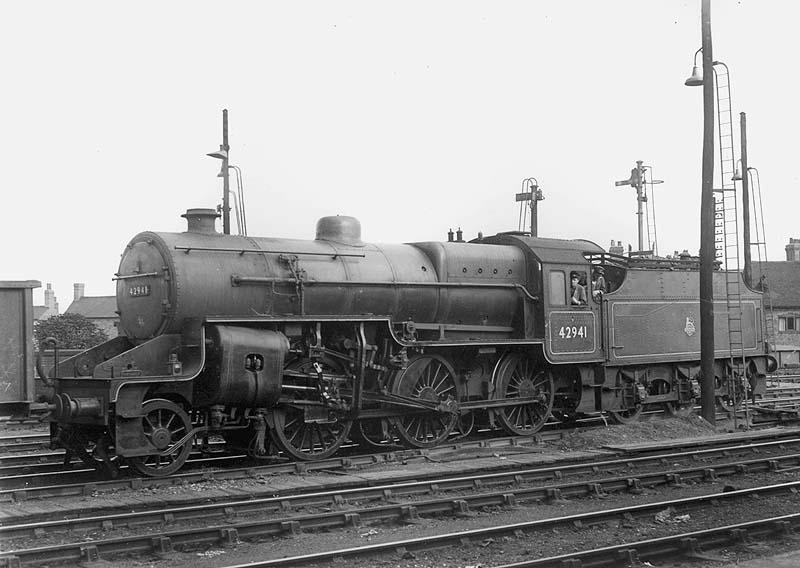 Nuneaton Station Ex Lms 2 6 0 Hughes Crab No 42941 Is