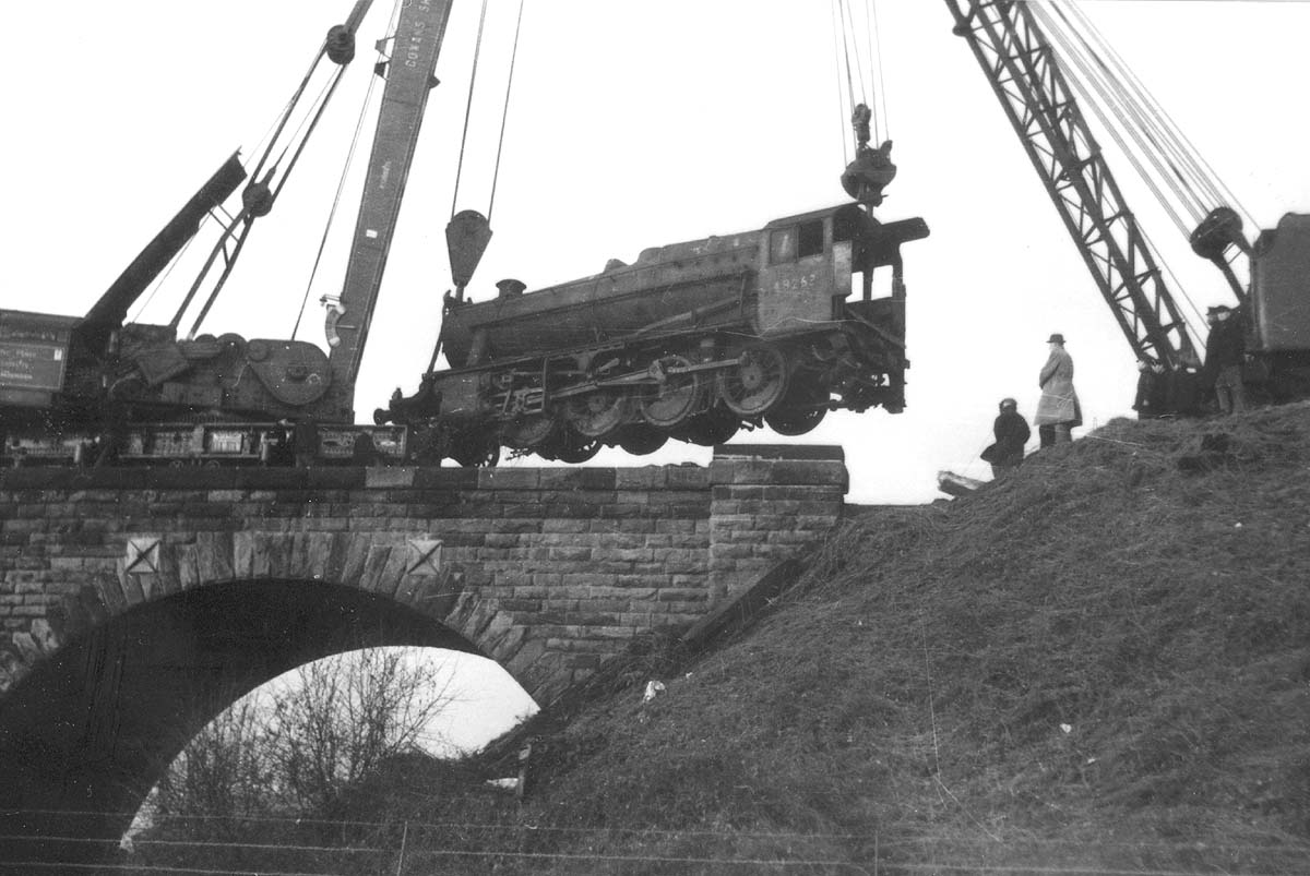 Second of five photographs showing the recovery of ex-LMS 8F 2-8-0 No 48263 at Spon End arches